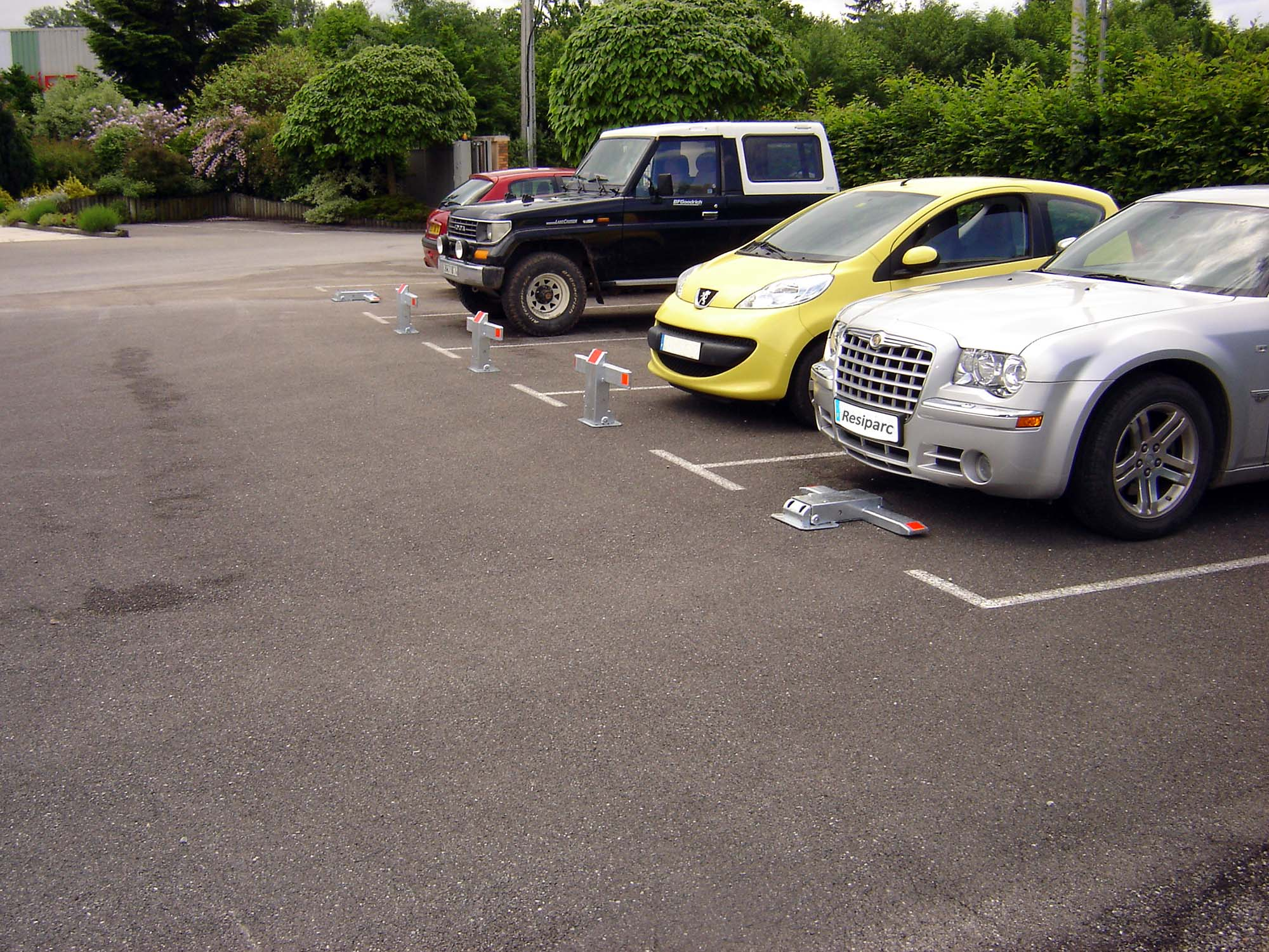 brasier-industrie-resiparc-mise-en-situation-image-plusieurs-voitures-parking